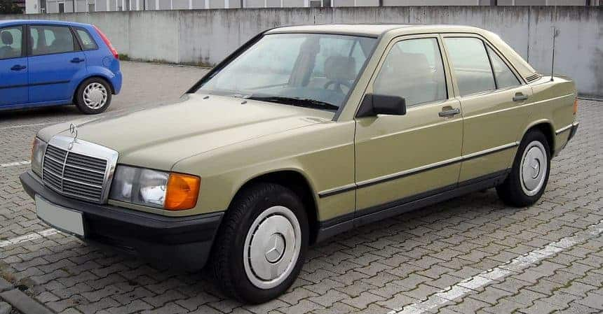 Najsłynniejszy Mercedes 190 w Polsce trafił pod młotek