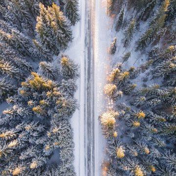 Czy warto jeździć klasykiem w zimę? Zalety i wady tego rozwiązania
