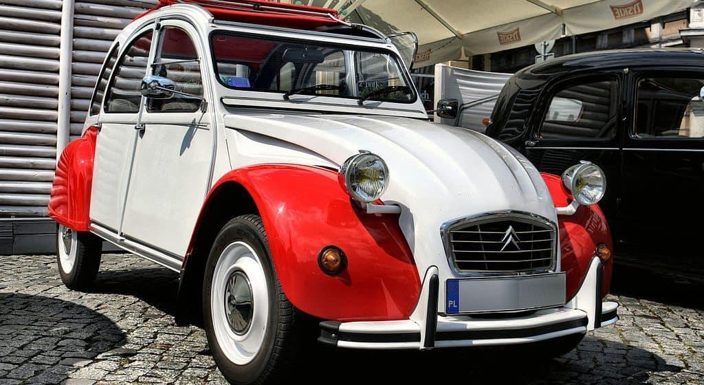 """Za nami """"Stary Citroën i morze"""", czyli nadmorska wystawa kolekcji zabytkowych francuskich modeli"""